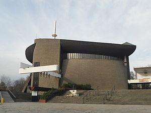 Bieńczyce (Kraków) - Image: KościółMatki Bożej Królowej Polski(Arka) Ulica Obrońców Krzyża POL, Kraków