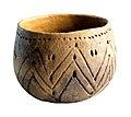 Kom in handgevormd aardewerk met gegraveerde versiering, 5300 tot 4800 VC, vindplaats- Vlijtingen, Kayberg, 1962-1963, kuil 22-28-32, collectie Gallo-Romeins Museum Tongeren, GRM 10785.jpg