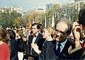 Kossuth Lajos tér 1989 október 23-án, a köztársaság kikiáltása idején. Piros csokornyakkendővel Mark Palmer USA nagykövet. Fortepan 32234.jpg