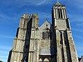 La façade occidentale de la cathédrale Saint-Samson - Vue générale 02 - Dol-de-Bretagne.jpg