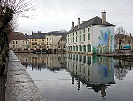 The town hall and resurgence of the Laigne River