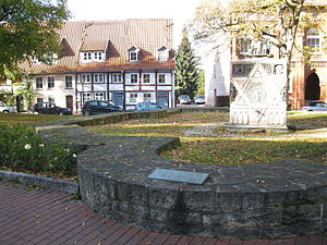 Lappenberg (Hildesheim) - Foundations of the synagogue with the apsis in the foreground.