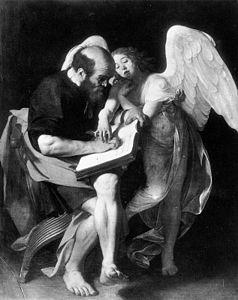 Photographie en noir et blanc d'un tableau dans lequel un homme assis écrit sous la conduite d'un ange qui dirige sa main.