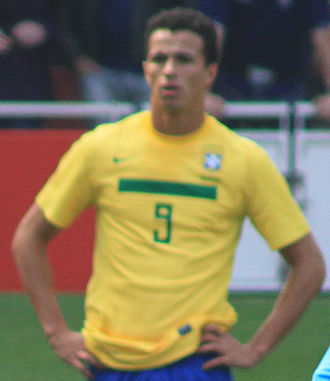 Recopa Sudamericana - Leandro Damião, as well as Rodrigo Palacio, is joint record holder of most goals scored in a season with three goals.