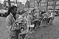 Leerlingen Palmschool in Amsterdam herdenken Februaristaking bij plaquette op No, Bestanddeelnr 934-1959.jpg