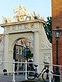 Leiden gate (9034824987).jpg