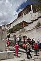 Lhasa-Potala-22-Treppe-Besucher-2014-gje.jpg