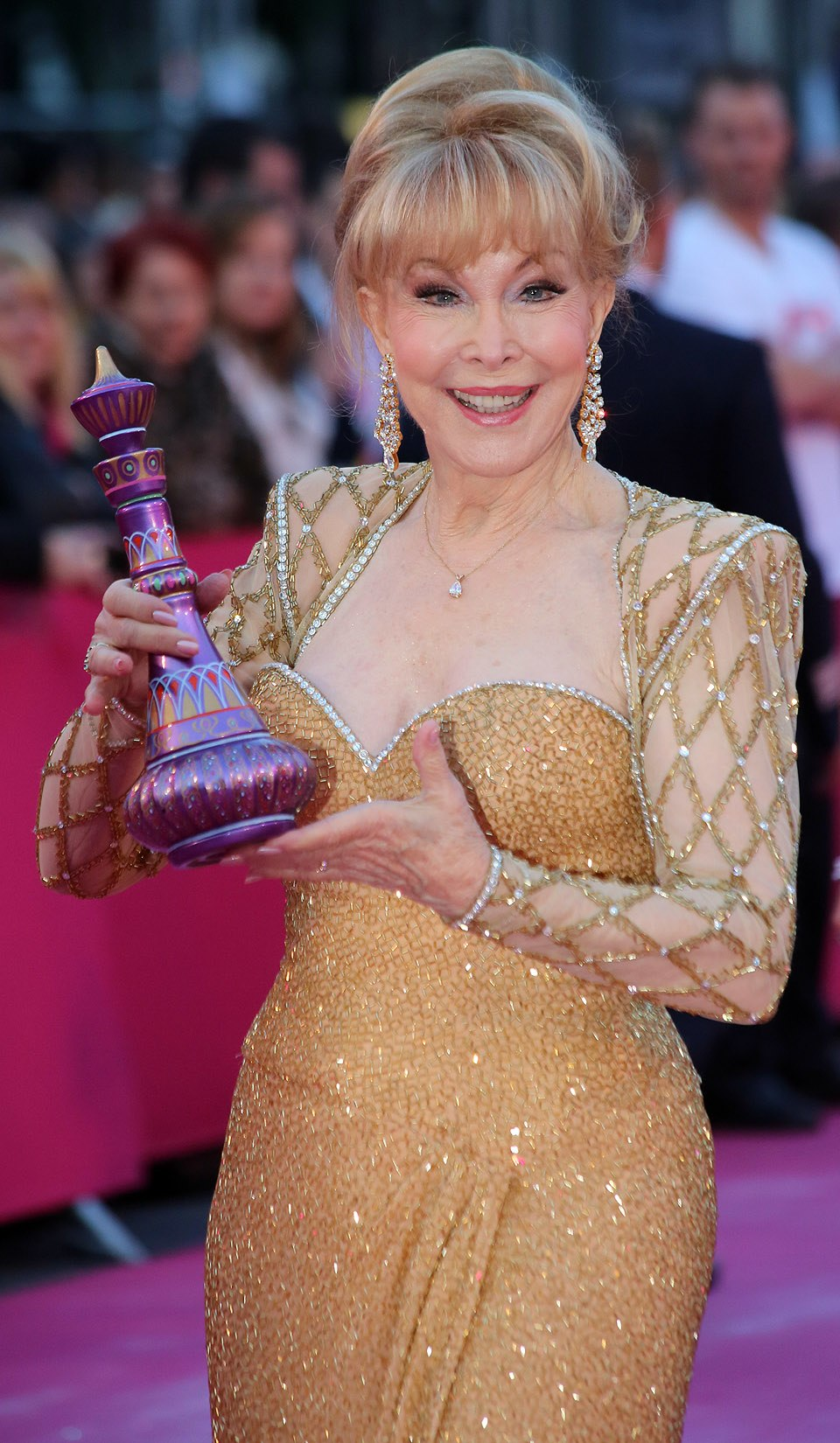 Life Ball 2013 - magenta carpet Barbara Eden 01