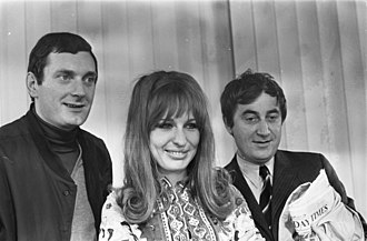 Cees Nooteboom - Nooteboom (right, holding the Sunday Times) with singer/actress Liesbeth List, and Frans Myts, (1967)