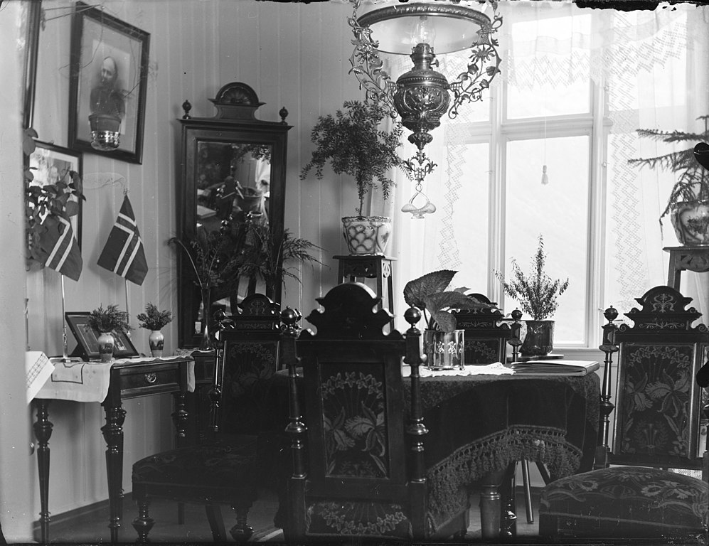 File:Living room interior ca 1910-1920 (4598352868).jpg ...