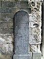 Longpré-les-Corps-Saints église (portail stèle droite).jpg