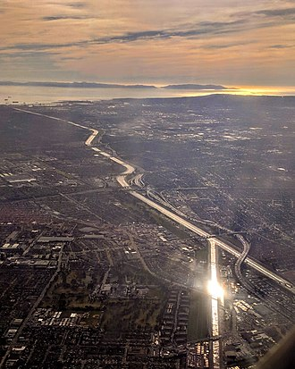 Rio Hondo (California) - Aerial view from the north of the Los Angeles River, with the Rio Hondo (bottom, with reflection) flowing into it. Santa Catalina Island is visible in the distance.