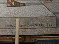 Lourdes église Rosaire mosaïques Flagellation signature.JPG