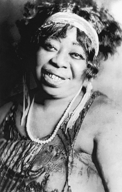"American blues singer Ma Rainey (1886-1939), the ""Mother of the Blues"" MaRainey.jpg"