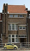 foto van Woonhuis met kantoorruimte in zakelijk expressionistische stijl, gebouwd in opdracht van de Coöperatieve Bouwvereniging 'Ons Belang' te Maastricht.