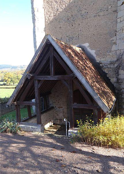 Auvent du portail de l'église de la Sainte Trinité, Magny-Lormes, Nièvre, France.