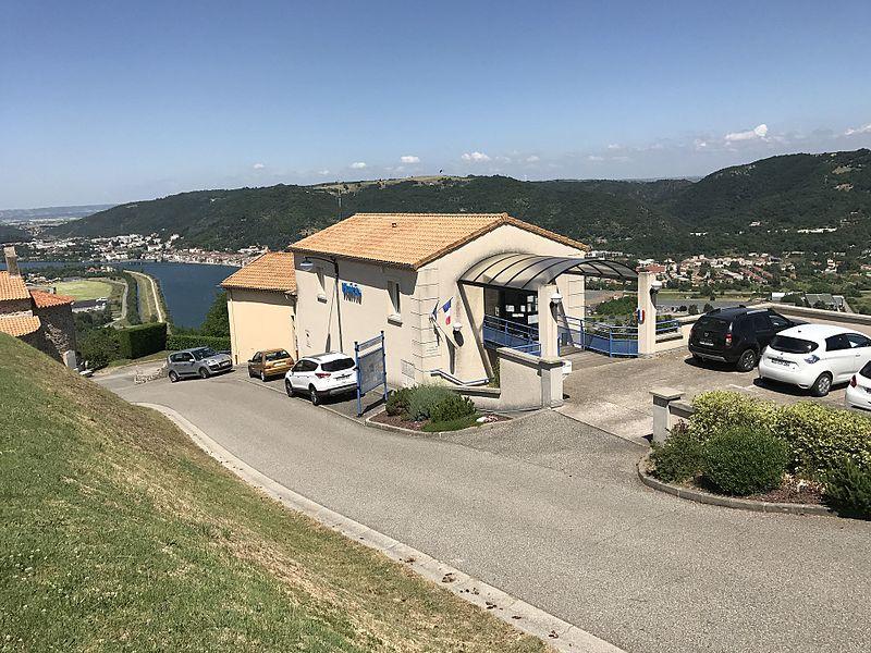 Mairie de Ozon (Ardèche).