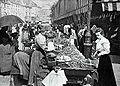 Marché de la rue Mouffetard en 1896.jpg