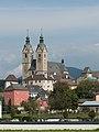Maria Saal Pfarr-und Wallfahrtskirche Mariae Himmelfahrt SW-Ansicht 16092016 4467.jpg