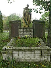 Mass grave of Soviet soldiers memorial to fallen soldiers and countrymen.jpg