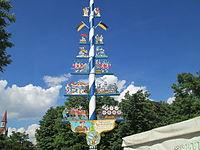 Maypole in Viktualienmark (1).JPG
