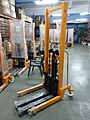 MechYantra Manual Stacker 2000 kg 02.jpg