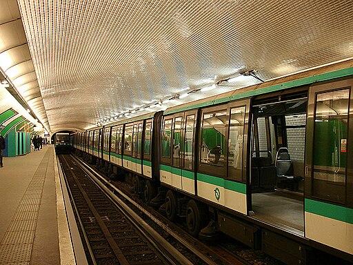 Metro de Paris - Ligne 1 - Porte Maillot 04