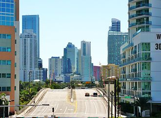 Miami Avenue - Looking south over the Miami Avenue Bridge into Brickell