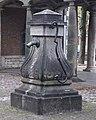 Middelburg - rijksmonument 29725 - pomp - Helm (Stadhuisplaats) 20141109.jpg