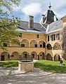 Millstatt Benediktinerstift Arkadenhof mit Brunnen 20042015 2294.jpg