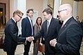Ministru prezidents Valdis Dombrovskis tiekas ar Vācijas Šlēzvigas – Holšteinas federālās zemes premjerministru Torstenu Albigu (8717053898).jpg