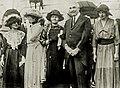 Mme Curie et M. Harding.jpg