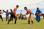 Mongolskie zapasy na lokalnym festiwalu Naadam (06).jpg