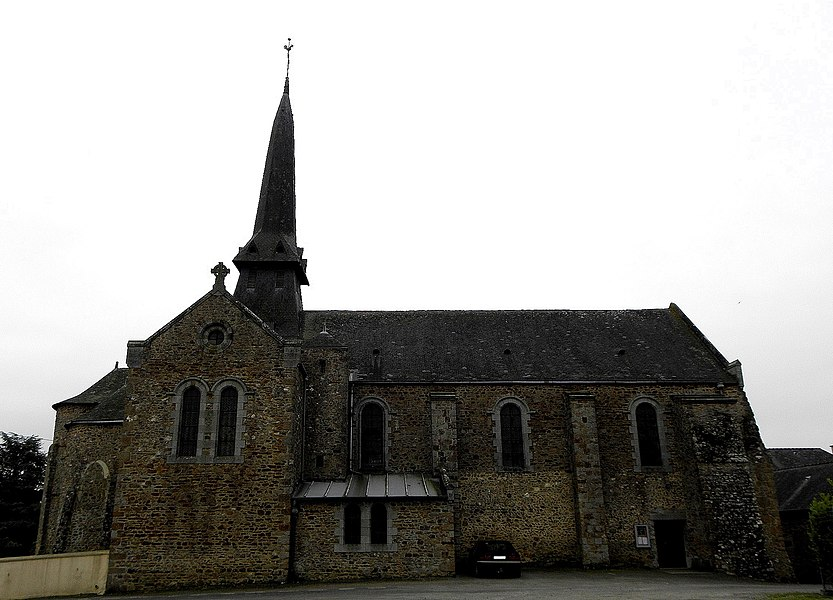 Église Saint-Martin de Montjean (53). Vue septentrionale.