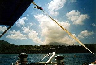 Montserrat, im Hintergrund der Vulkan Soufrière Hills