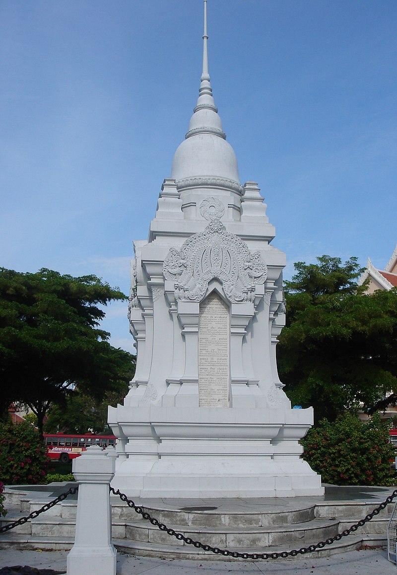 Le Siam (Thaïlande) et la Première Guerre mondiale . 800px-Monument_aux_morts_14-18