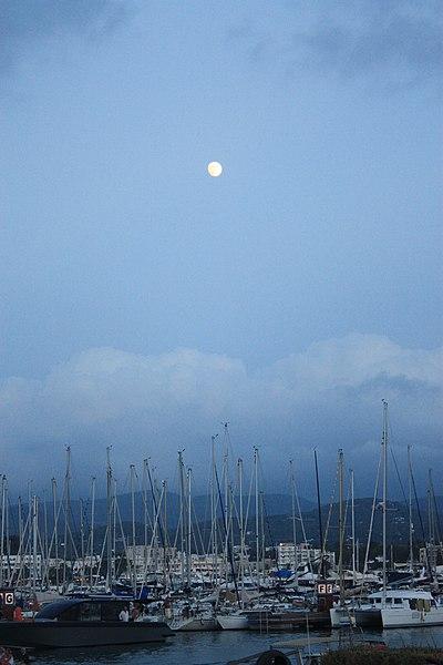 File:Moon - panoramio (2).jpg