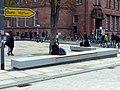 Neu Bänke an der Stolperecke des Freiburger Platzes der Alten Synagoge.jpg