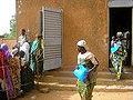 Niger distribution malaria nets 20apr06 02.jpg