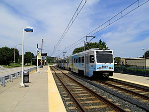 Northbound train at Gilroy Road station, August 2014.JPG