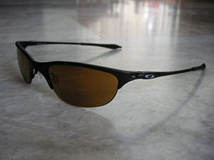 Sunglasses - Sunglasses with slim temple arms