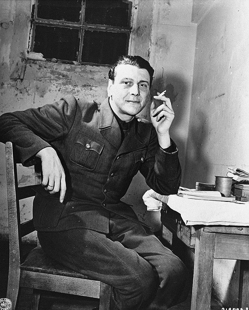 قائد الكوماندوس النازي Otto Skorzeny  800px-Otto_Skorzeny