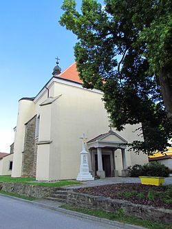 Overview of church of the Assumption in Rouchovany, Třebíč District.JPG