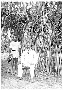 Oweida King of Nauru and the Royal Pandanas fruit holder.jpg