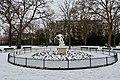 Pêcheur ramenant dans ses filets la tête d'Orphée, statue de Léon-Eugène Longepied, jardin du Ranelagh, Paris 16e 1.jpg