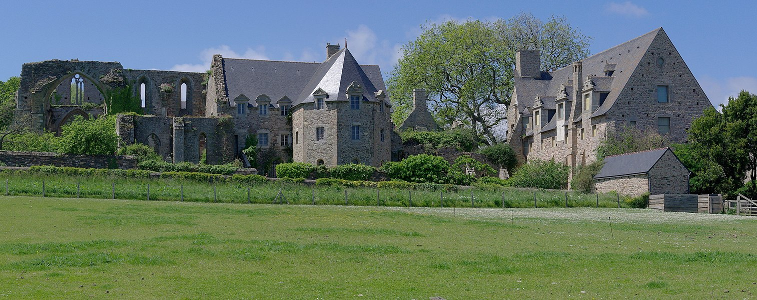 The Beauport Abbey (13th century): view of the buildings from the coastal path, east side. Located in Kérity, in the municipality of Paimpol (Côtes-d'Armor, France).