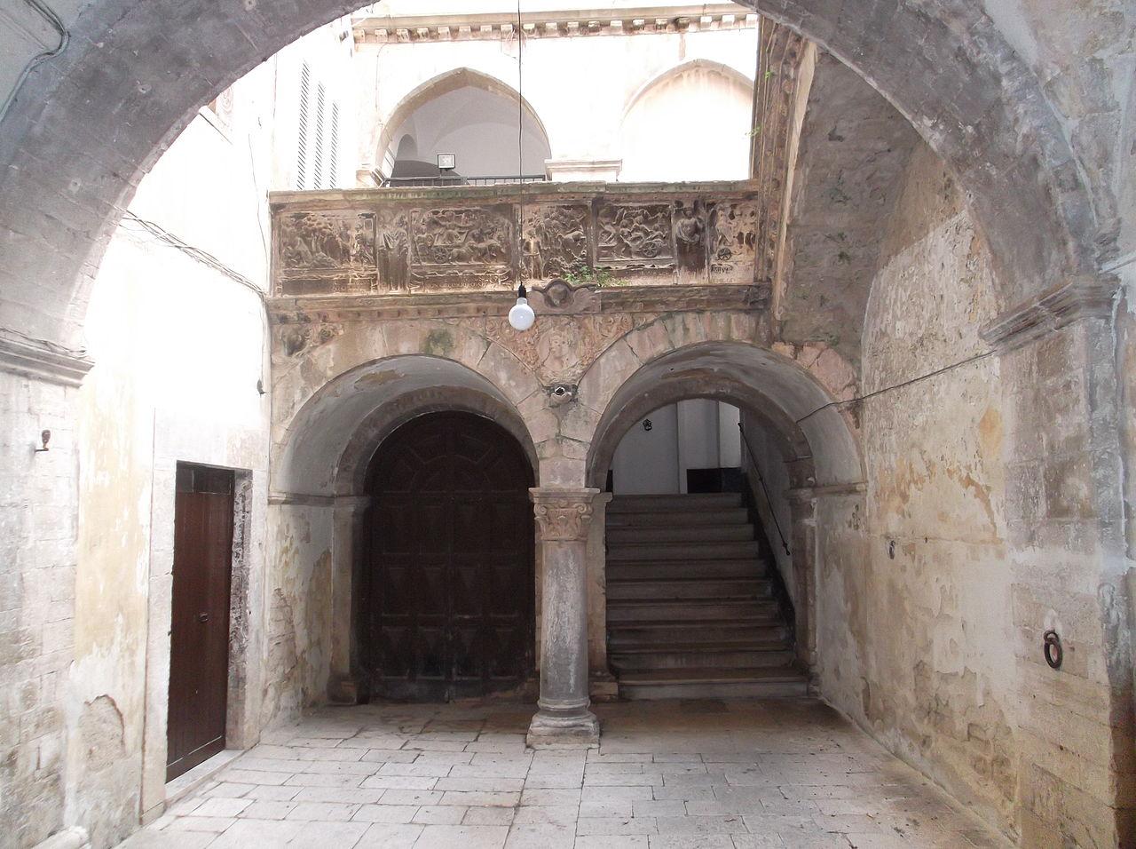 Palazzo spada interno ruvo.JPG