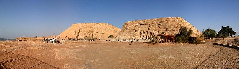 Один из храмов был воздвигнут в честь самого царя Рамзеса II