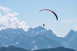Paraglider Lienzer Dolomiten.jpg