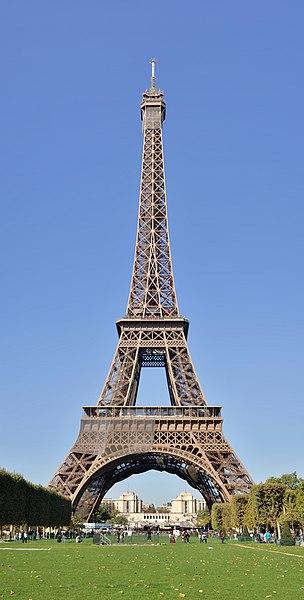 File:Paris - Eiffelturm - frontal vom Marsfeld.jpg